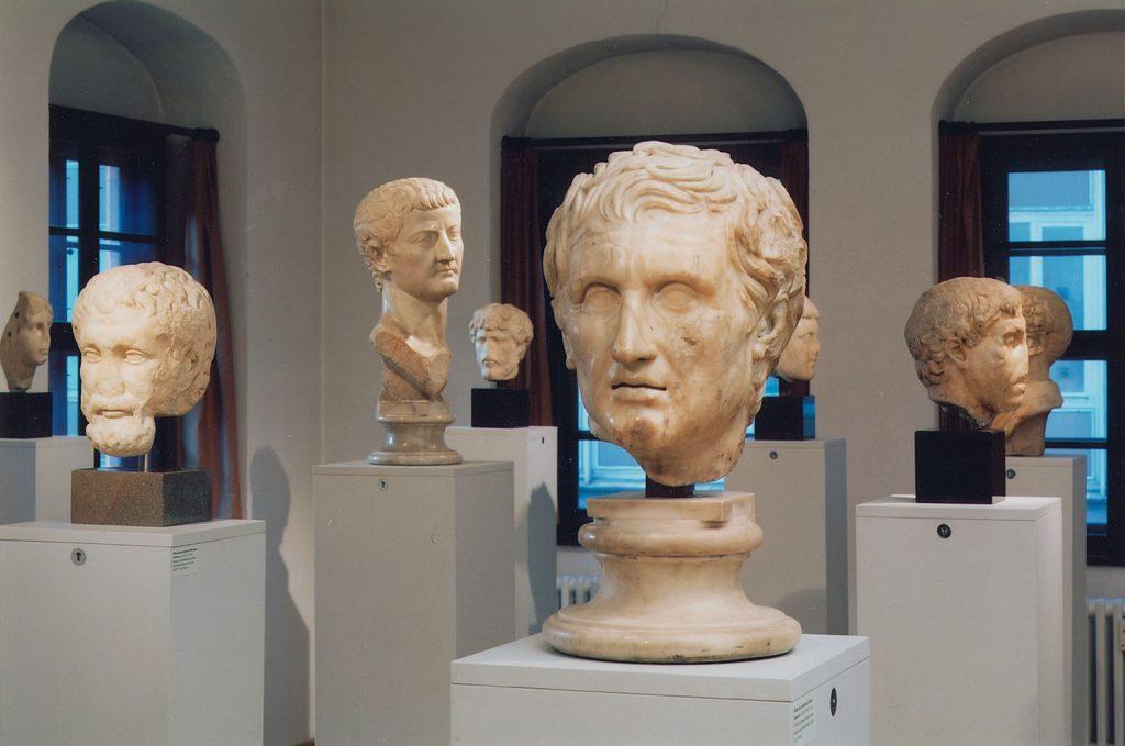 Exponate im Antikenmuseum der Universität Leipzig